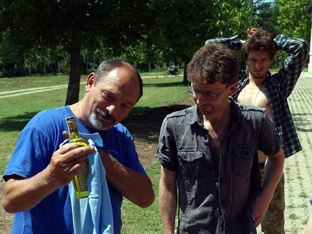 Čtyři dobrovolníci z Hodonínska pomáhali krajanům ve vesnici Češko Selo v rumunské části Banátu. Setkali se i se starostou obce a navštívili tamní muzeum.