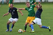 Ve druhém kole krajského přeboru fotbalisté FK Mutěnice (v tmavě modrých dresech) prohráli s Olympií Ráječko 1:3.