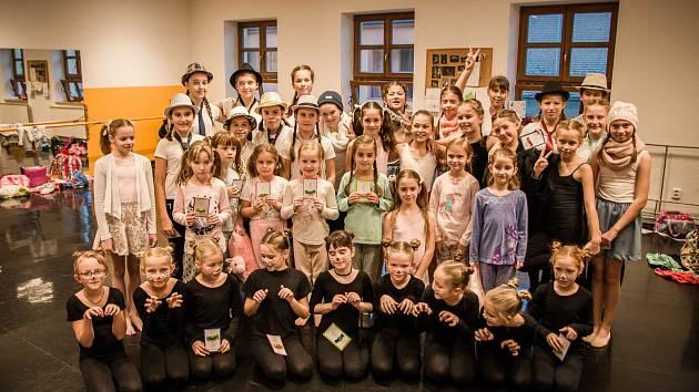 Žáci ZUŠ Dolní Bojanovice, Hodonín, Kyjov, Strážnice a Veselí nad Moravou předvedli své choreografie před zaplněným sálem s velkým úspěchem.