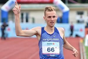 Filip Sasínek je novým českým halovým rekordmanem v běhu na 1500 metrů.