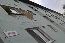 Poškození bytového domu v Křičkově ulici v hodonínské městské části Bažantnice.