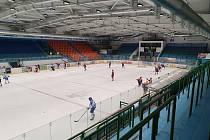 Třetí čtvrtfinále druhé hokejové ligy mezi hokejisty Hodonína a Valašského Meziříčí se odehrálo bez diváků.