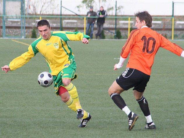 MSFL 2009/10: FK Mutěnice (ve žlutém) vs. Fulnek