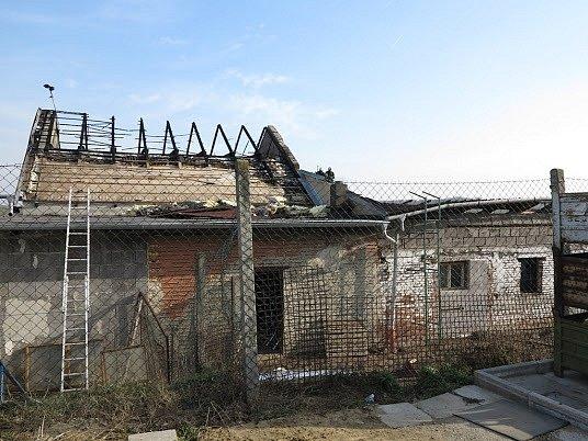 V Kostelci na Hodonínsku vyhořela průmyslová hala firmy, která se zabývá kovovýrobou.
