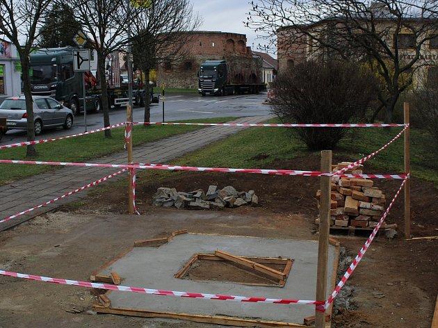 Přestavba kapličky Všech svatých ve Strážnici u Veselské brány.