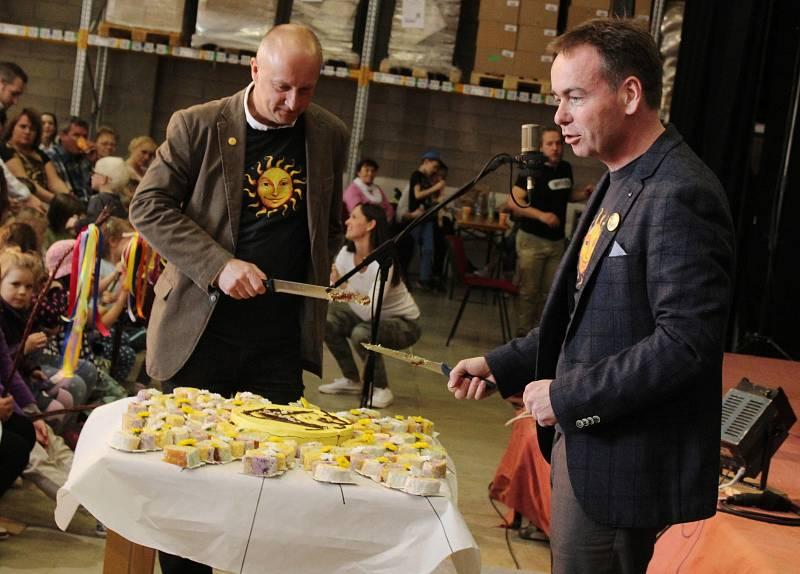 Předvelikonoční jarmark v čejkovickém bylinkovém ráji. Součásti programu bylo také představení Moravské pašije v podání divadla Víti Marčíka.
