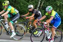 Vnorovská cyklistka Tereza Korvasová (v černém dresu) na společném mistrovství České a Slovenské republiky dojela v silničním závodě desátá. Další titul získala Kateřina Nosková.
