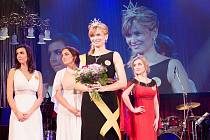 Karla Panáčková z Dambořic (v černém) se stala miss sestrou.