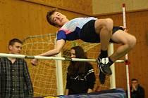 Fotbalista Dančík překonal rekord. Na Velické laťce skočil 158 centimetrů.