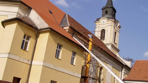 Ratíškovický kostel představí novou střechu