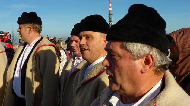 Už dvacet let se setkávají lidé z české i slovenské strany hranice na Velké Javořině.