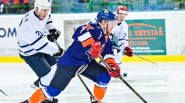 Hodonínští hokejisté otočili zápas v Novém Jičíně, kde zvítězili 3:2 po samostatných nájezdech. Třetímu Šumperku se v tabulce druhé ligy přiblížili na rozdíl dvou bodů.