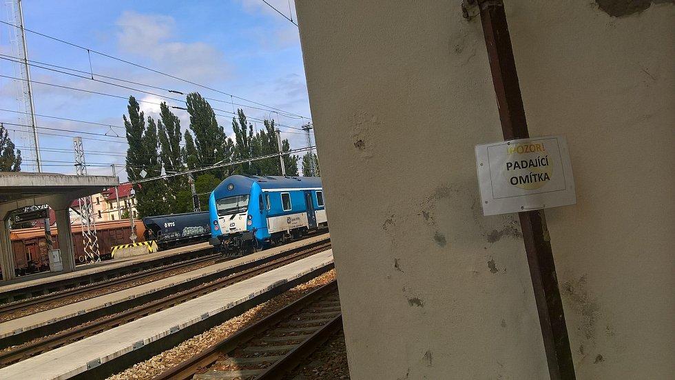 Železničáři plánují do budoucna opravit i výpravní budovu v Hodoníně.