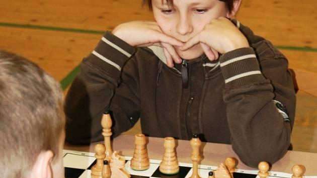 Na prvním žákovském šachovém turnaji se sešlo třiadvacet mladých šachistů.