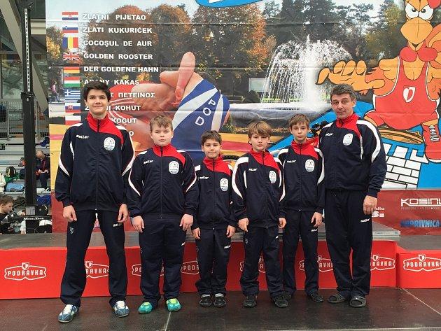 Součástí úspěšné hodonínské výpravy byli kromě Jiřího Procházky také Jan Jaroš, Adam Kolaja, Jakub Marhefka, Ondřej Todt a trenér Robert Krejčiřík (na pravém snímku zleva).