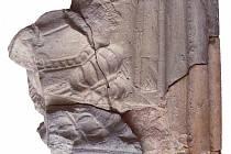 Zlomek kadlubu z Dambořic s motivem šlechtičny, 2. čtvrtina 16. století.