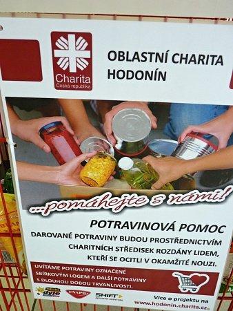 Oblastní Charita Hodonín rozjela ojedinělou akci Potravinová pomoc – pomáhejte snámi. Lidé mohou ve třech obchodech věnovat lidé, kteří jsou vnouzi trvanlivé potraviny.