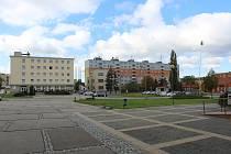 Podoba náměstí Míru ve Veselí nad Moravou před druhou etapou stavebních úprav.