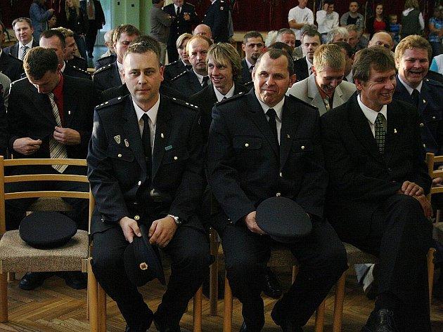 Kraj ocenil hasiče v Rohatci za pomoc při květnových povodních 2010.