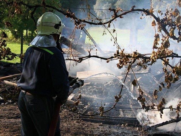 Požár v areálu Slovanského hradiště v Mikulčicích