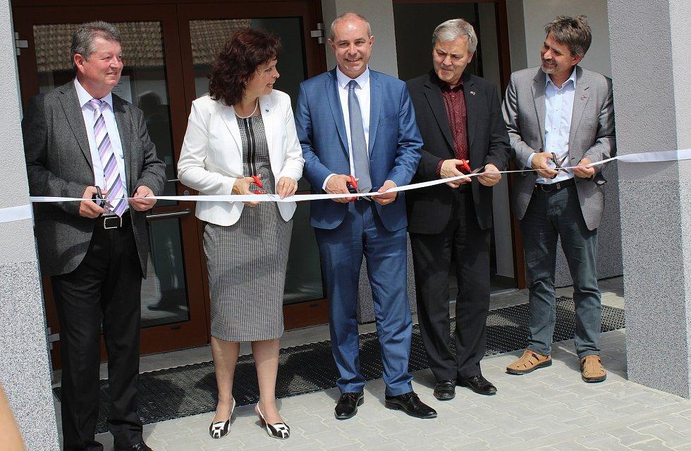 V Dolních Bojanovicích skončila rekonstrukce zdravotního střediska. Dole jsou ordinace, v prvním patře byty s asistencí.