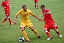 Česká fotbalová devatenáctka (v červeném) porazila na hřišti v Šardicích soupeře z Makedonie 3:1.