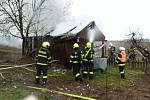 Požár zničil zahradní chatku v Mutěnicích.