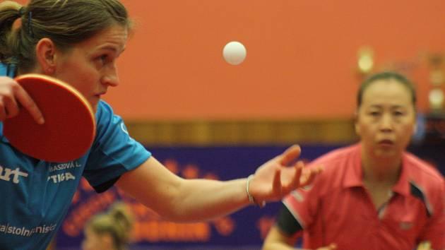 Stolní tenistka Lenka Harabaszová sice prohrála s několikanásobnou mistryní Evropy LI Jiao 0:3 na sety, ale Hodonín i tak doma zdolal maďarský Postás 3.2.