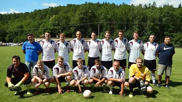 Fotbalisté Radějova ovládli další ročník domácího pohárového turnaje. Sokol v dramatickém finále porazil FC Nesyt Hodonín.