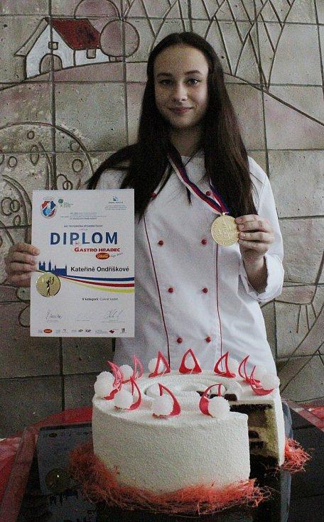 Studentky bzenecké školy královaly na mezinárodní soutěži cukrářského umění v Hradci Králové.