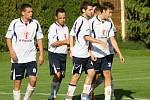 Zkušený devětadvacetiletý záložník Radim Polášek (na snímku druhý zleva) vedl fotbalisty Kyjova na hřišti Šardic v roli kapitána.