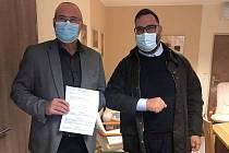 Karim Ponticelli, italský advokát žijící ve Svatobořicích-Mistříně, daroval 150 tisíc korun Nemocnici Kyjov. Ta za tuto sumu pořídí přístroj Airvo 2.