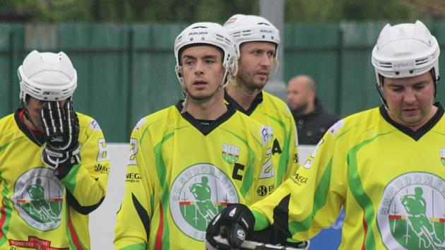 Hokejbalisté Sudoměřic sice doma prohráli s Kovem Praha 1:3, ale extraligu budou hrát i v příštím ročníku.