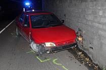 Ford Orion zapříčený pod viaduktem v hodonínské Úprkově ulici.