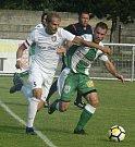 Bzenečtí fotbalisté (v zelených dresech) v předkole celostátního MOL Cupu prohráli na hřišti Lanžhota 2:4.
