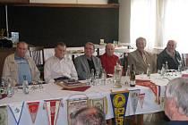 Středeční besedy, která se uskutečnila v kavárně restaurace Sport, se zúčastnila šestice hrdinů. Kromě legend a bývalých hráčů pražské Dukly zavzpomínali na úžasné chvíle a památné duely také Ivan Bilský, Michal Šural, František Toman a Stanislav Koplík.