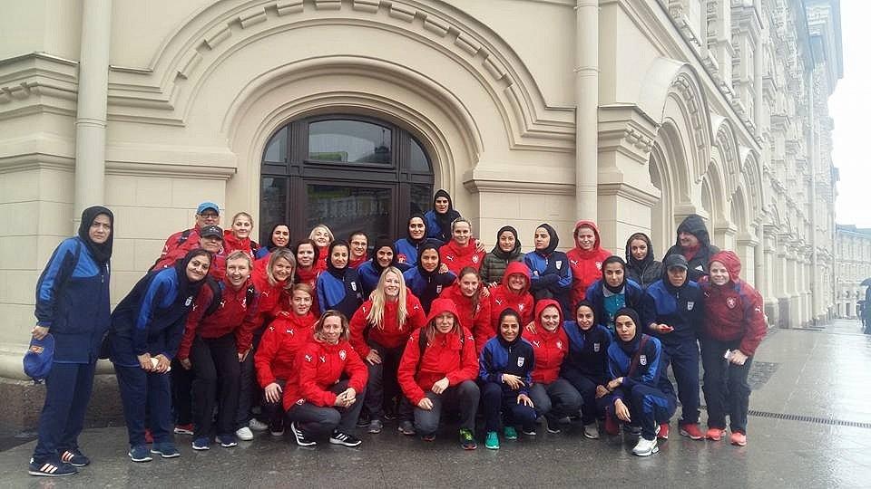 Hodonínská futsalistka Markéta Koplíková (číslo 3) oblékla dres ženské reprezentace na mezinárodním turnaji v Moskvě, kde Češky postupně vyzvaly domácí Rusko, Španělsko a Írán. Foto: archiv Markéty Koplíkové