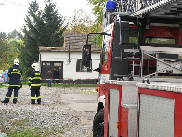 Kvůli výbuchu uvnitř domu v hodonínské ulici Radniční evakuovali hasiči spolu s policií asi padesát dětí z nedaleké školky.