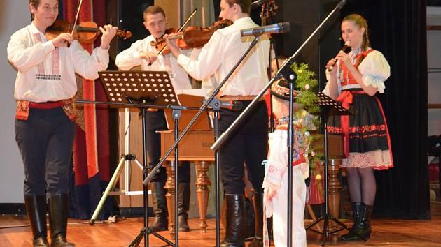 V kyjovském Domě kultury se odehrál pětadvacátý ročník soutěže dětských zpěváčků v lidové písni Vyletěla holubička.