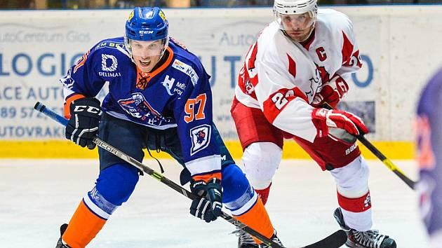Ani trefa útočníka Daniela Vaňka (na snímku vlevo) nepomohla hodonínským hokejistům k prodloužení vítězné série.