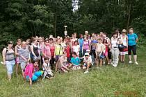 Šest desítek dětí z dětských domovů se sjelo do Strážnice. Konalo se tam druhé Setkání dětských domovů. Během víkendu děti absolvovaly i pěší túru z Horňácka na Strážnicko.