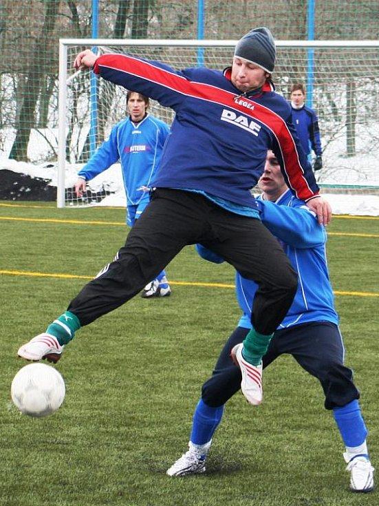Souboj nejlepších týmů zimního turnaje v Mutěnicích skončil spravedlivou dělbou bodů.