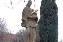 Domanín soutěží o nejlépe opravenou památku. Se sochou svatého Jana Nepomuckého.