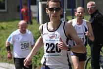 Brněnský vytrvalec Martin Kučera zvládl desetikilometrovou trať za 30:30 minuty. Jednadvacátý ročník přinesl nový účastnický rekord. Rohatecká desítka přilákala na start 154 běžců. Další téměř tři stovky sportovců se představily v dětských kategoriích.