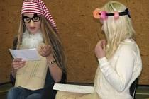 Den poezie v tělocvičně hodonínského gymnázia.