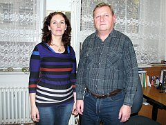 Vedoucí hodonínského odboru sociálních služeb Michaela Klepáčová spolu se sociálním kurátorem Milanem Frantou.