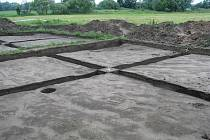 Výzkumné práce v současné době provádějí archeologové na nově objeveném sidlišti v Mikulčicích. Součástí nálezu jsou i dvě chaty z devátého století.