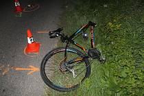 Vážná zranění utrpěl chodec, který šel po krajnici bez osvětlení a reflexních prvků.