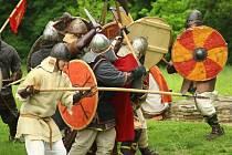 Staří Slované přivítají návštěvníky hradiště v Mikulčicích