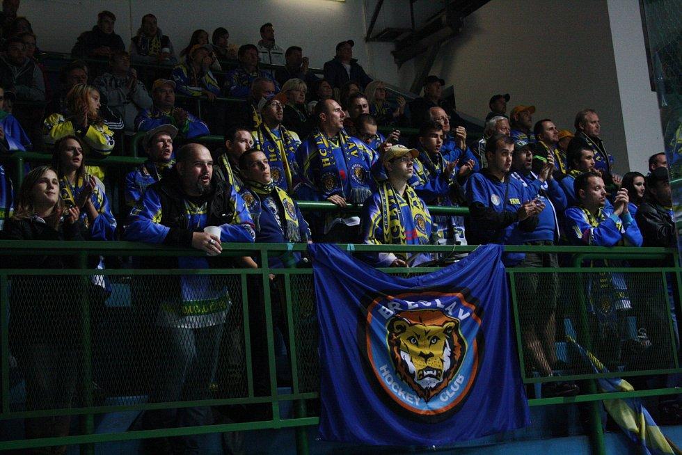 Hodonínští hokejisté zvítězili v prvním letošním jižanském derby nad sousední Břeclaví 3:0. Dva góly vstřelil Jakub Sajdl, jednou se trefil Ondřej Nedvěd. Brankář SHK Petr Zavadil pochytal všech třiadvacet střel soupeře.